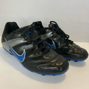 Boys NIKE Baseball Black Cleats 3.5Y 359622-041